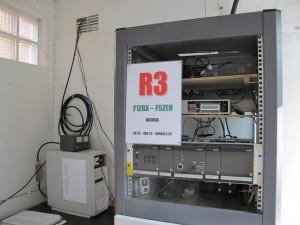 Rack du relais R3 de Brocéliande F1ZBX et à gauche balise 28 méga F5ZEH