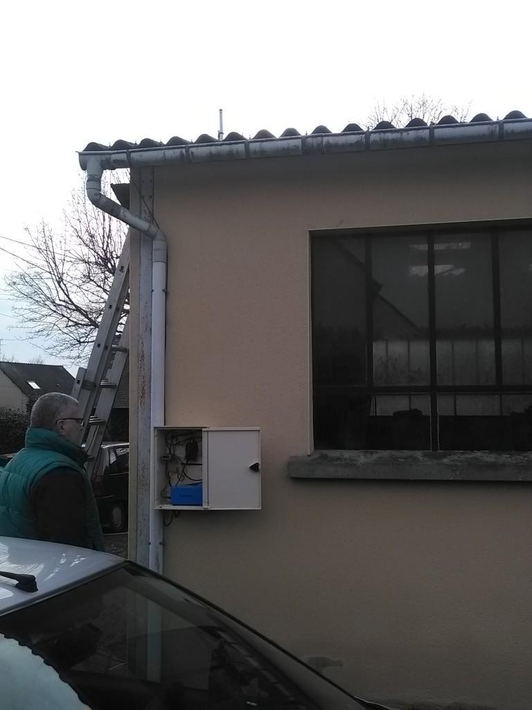 Boitier du digipeater f4kio-3 et Éric f4fap, nord Combourg, le 28/12/2015